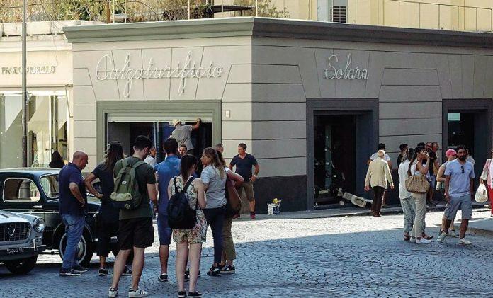In via callabritto è stato ricostruito il negozio di calzature di Lila